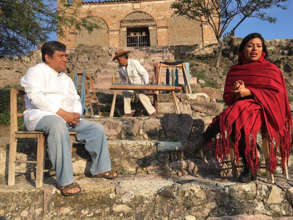 Estamos vivo hoy filmando la próxima capitula de las Joyas de Oaxaca con la maestra Alejandra Robles y Maestro Remigio Mestas. Estamos en el puedo mágico Mitla, Oaxaca.  #mezcal #agave #mezcalartesanal #tequila #oaxacamexico #oaxacatravel #discoveryourchulele #mezcalchulele #cocktails #drinks #craftspirits #mezcallovers #oaxaca #bartender #mezcalcocktails #chulele