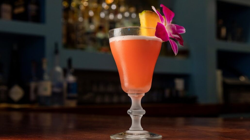 Drink Me: LA is having a mezcal moment. This is the drink to try. http://ow.ly/JF5i30pK1zb